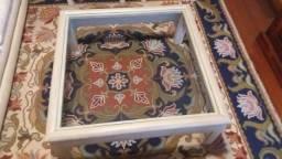 Mesa de centro em madeira e tampa de vidro