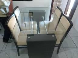 Vendo mesa com tampo de vidro e seis cadeiras