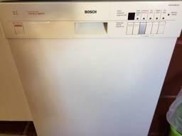 Máquina Lava louças Bosch- Lava, seca, esteriliza