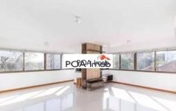 Apartamento semimobiliado com 3 dormitórios no Petrópolis