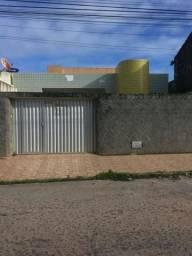 Casa medindo 12x30 no Prado, 7 quartos, sendo 3 suítes, banheira, por 400 mil!