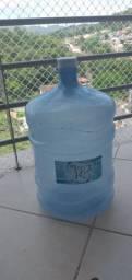 Doa se dois galões de água 20 l vazios