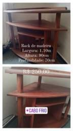 Rack de madeira crua