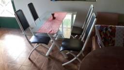 Mesa de vidro com 4 cadeiras (disponível em Cerejeiras Ro)