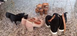 Vendo estes 4 pares de sapatos .