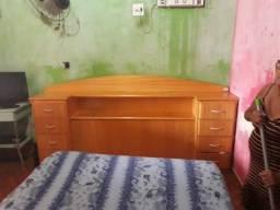Vende-se cabeceira de cama de Madeira