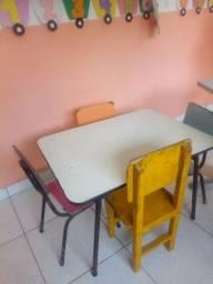 Título do anúncio: Mesa infantil  com cadeiras