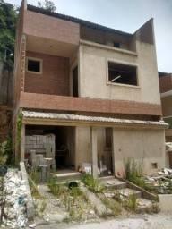 Casa faltando acabamento em condomínio fechado, Taquara