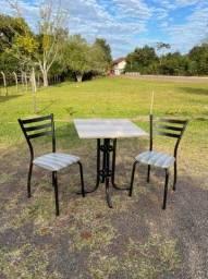 Kit 1 Mesa e 2 cadeiras