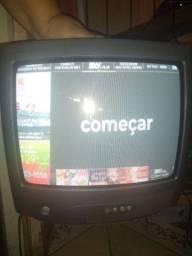 Vendo duas TVs de tubo 14 polegadas