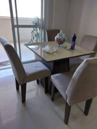 mesa de jantar + 4 cadeiras.