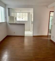 Excelente apartamento  de 2 quartos, sala 2 ambientes, banheiro, garagem numerada.