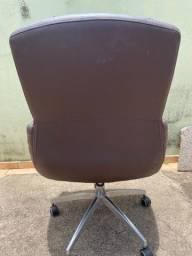 Cadeira de couro sintétio - Usada