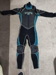 Título do anúncio: Roupas equipamentos de mergulho