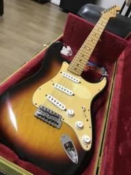 Vendo Guitarra Fender com case gator