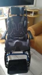 Vendo cadeira de rodas modelo tilten nova