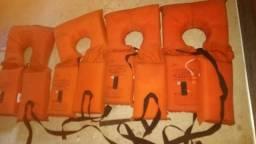 Coletes salva vidas ,lancha, barco
