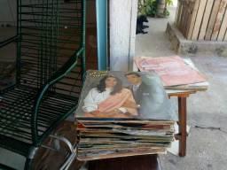 Vendo esses disco são 50 unidades são todos evangélicos valor 150 reais