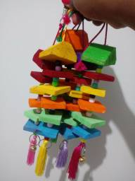 Brinquedos para calopsitas, papagaio e etc...
