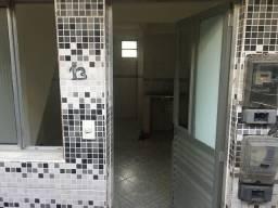 Alugo kitinet com banheiro px ao bradesco do garcia