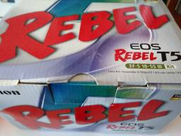 Câmera Canon EOS Rebel T5