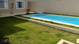 Casa em condomínio com 03 quartos, piscina, área gourmet coberta e planejado,