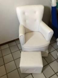 Cadeira de amamentação com puf