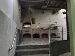 Cód. 357 Casa germinada com 180 m² com área privativa - quartos com armários - Jardim