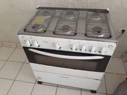 Fogão, Ar condicionado e Caixa d?água