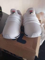 Tênis novo na caixa