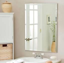 Espelho quadrado com acabamento em bisotê