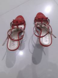 Título do anúncio: Sandália vermelha salto 11cm marca: Liven