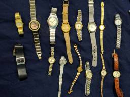 Lote com diversos relógios