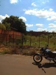 Terreno e carro