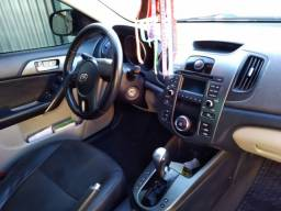 Vendo Kia Cerato completo com banco de couro automático