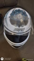 Título do anúncio: Vendo 2 capacetes usado uma vez só estão novinhos