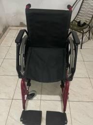Vendo uma cadeira de rodas