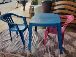 Título do anúncio: Conjunto de mesa e cadeiras pra crianças