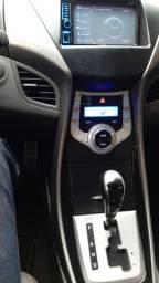 Hyundai Elantra GLS 2.0 flex para pessoas exigentes.