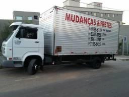 Caminhão baú para mudanças, carretos e fretes/ GEF