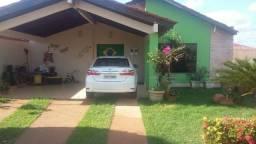 Confortável residência 3 suítes, condomínio fechado Bairro Lagoa