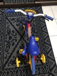 Bicicleta e Patine de criança
