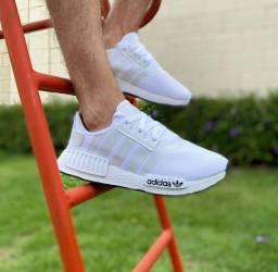Tênis calçados chinelos