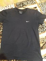 Camisa da Nike refletida