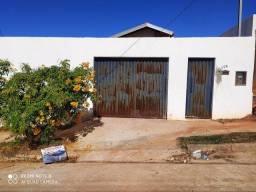 Aluga-se casa no portal dos ipês