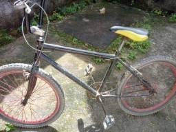 Bicicleta USADA ! EM BOM ESTADO.