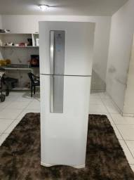 Título do anúncio: Geladeira Electrolux 350lts Frost Free - Entrega Grátis