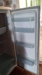 Título do anúncio: Geladeira Electrolux gelando normal