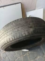 Par de pneus 235 60 R18 e um 175 70 R 14