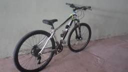 Uma bicicleta cly